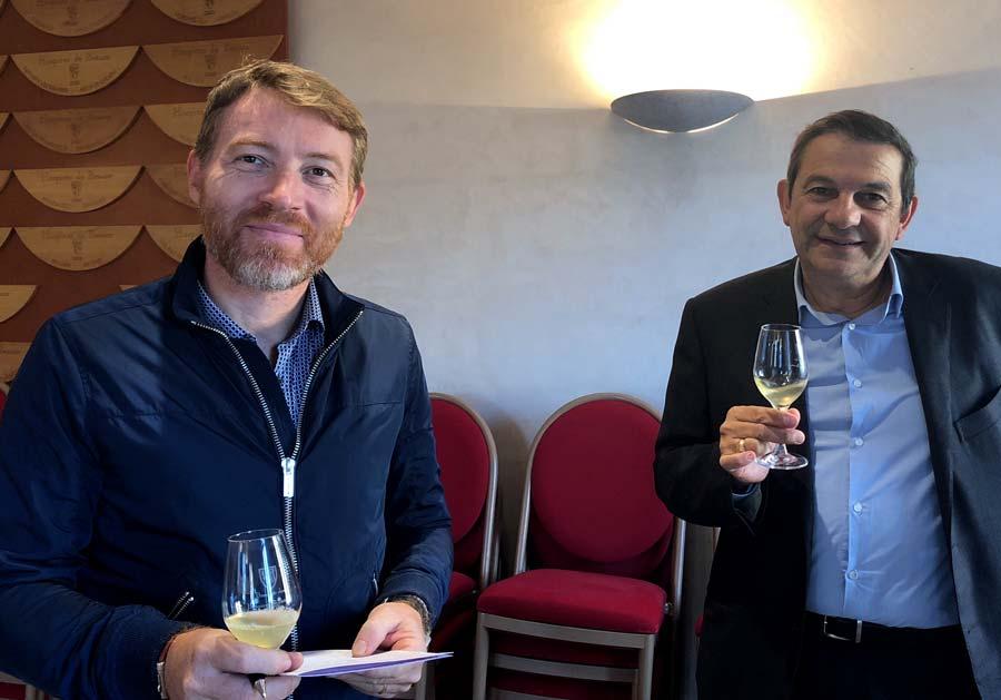 Cyrille Jacquelin et Alain Serveau de la maison Albert Bichot, dégustant les 50 vins des Hospices de Beaune 2018 avant les enchères
